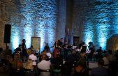 VIDEO Mak Murtić i Mimika orkestar otvorili 64. Ljetne večeri koncertom Hram mora ili Altur mur