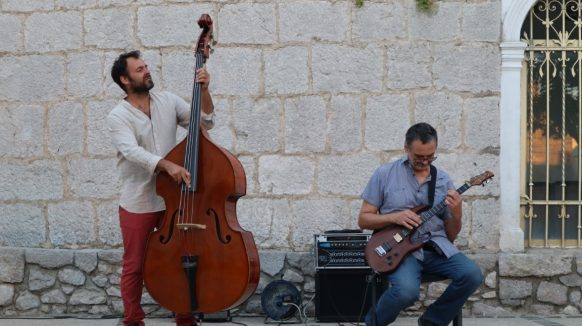 VIDEO Jazz čarolija na Placi uz Vedrana Ružića i Darka Jurkovića Charlieja