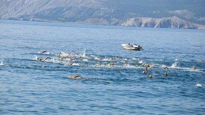 FOTO Koroni i valovima u inat, plivalo se 10 kilometara od Vrbnika do Novog