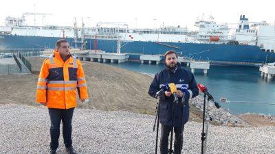 LNG brod 'potiho' uplovio u Omišalj. Ahmetović: Neka si ga ministar parkira u dvorište i zaradi nešto, malo mu je