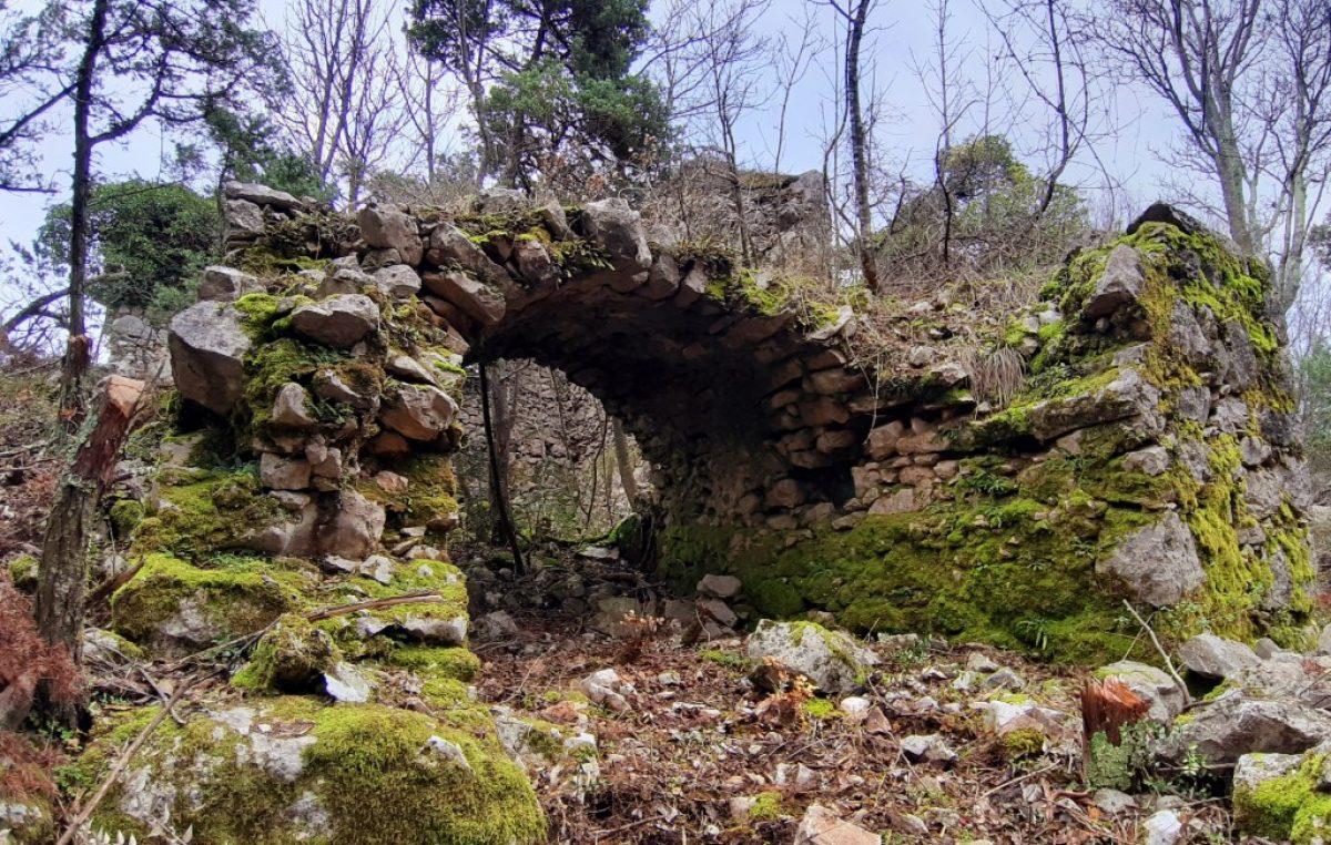 VIDEO Zaboravljena mjesta Dobrinjštine: Šugare, crkva sv. Mavra i drevne solane