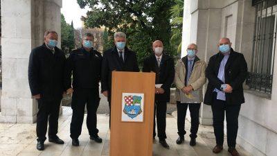 Župan Komadina o LNG-ju: Svjedoci smo zagađenja bukom, sigurnost priveza je upitna. Pomoći ćemo Općini Omišalj