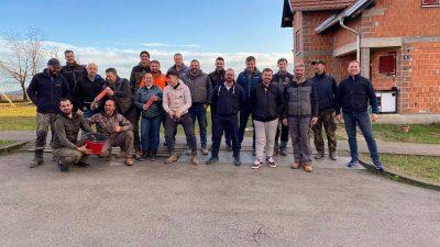 """FOTO/VIDEO """"Ponos ste svojih obitelji, doista"""": 20-ak vrijednih Krčana u tri dana saniralo više od 15 krovova i dimnjaka u Petrinji"""