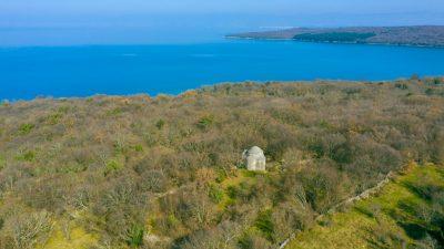 FOTO/VIDEO Prijedlog za vikend: Sv. Krševan, stoljetni trolist u netaknutoj krčkoj šumi