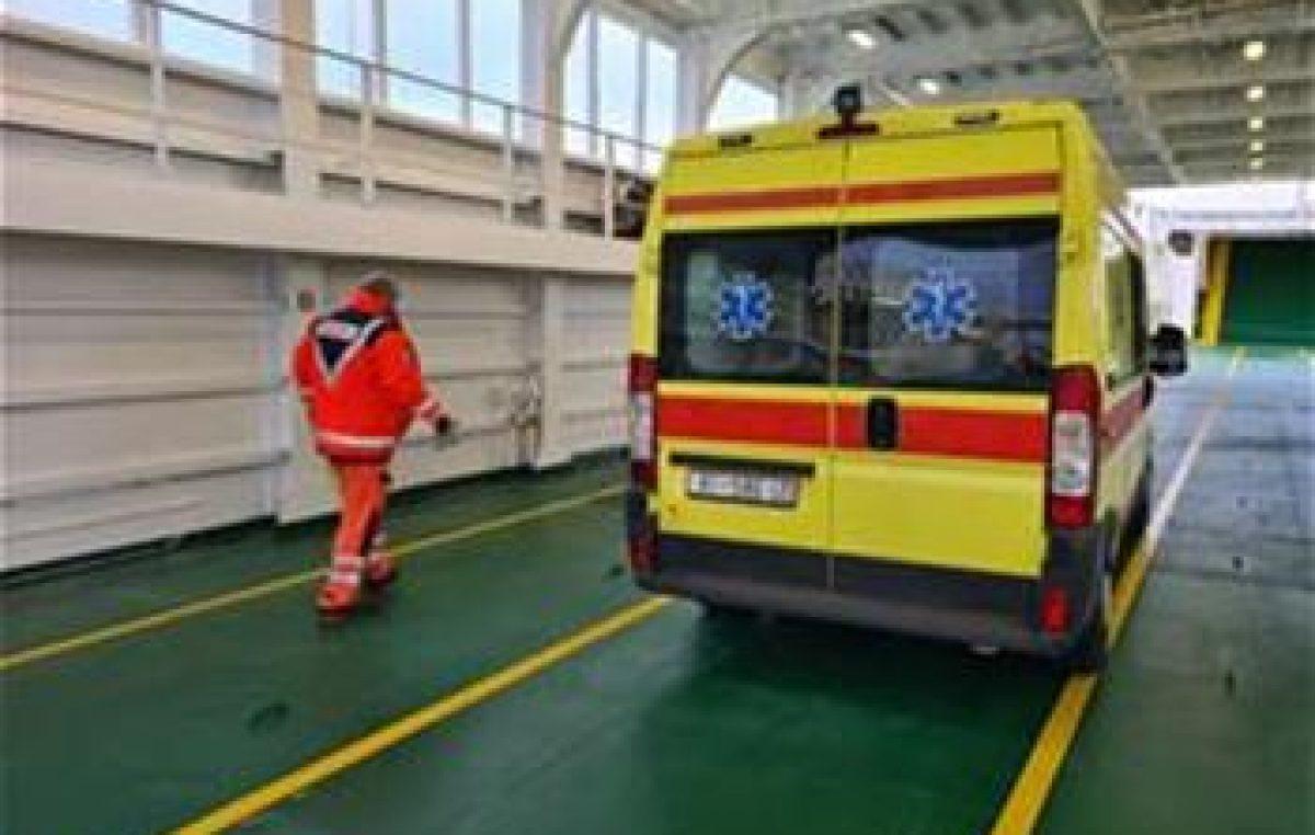 Jadrolinijin trajekt Lošinj isplovio po orkanskoj buri kako bi spasio život pacijentu
