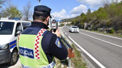18-godišnjak kod Punta prebrzo vozio pa bježao od policijskog presretača. Bio je i pod utjecajem alkohola