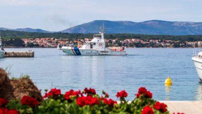 Tri osobe ozlijeđene u pomorskim nesrećama: Na Krku se nasukao gumenjak, na Viru jet ski prikliještio maloljetnika