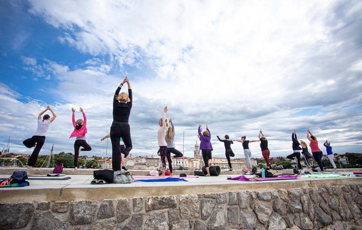 Classic Yoga: Besplatni ljetni treninzi u gradu Krku