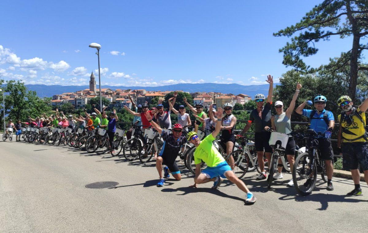 U petoj E-biciklijadi Punat – Vrbnik – Krk – Punat sudjelovalo 40 biciklista