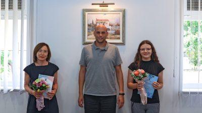 Općina Punat nagradila uspješnu maturanticu Anu Lipovac i njenu mentoricu Zvjezdanu Morožin Karabaić