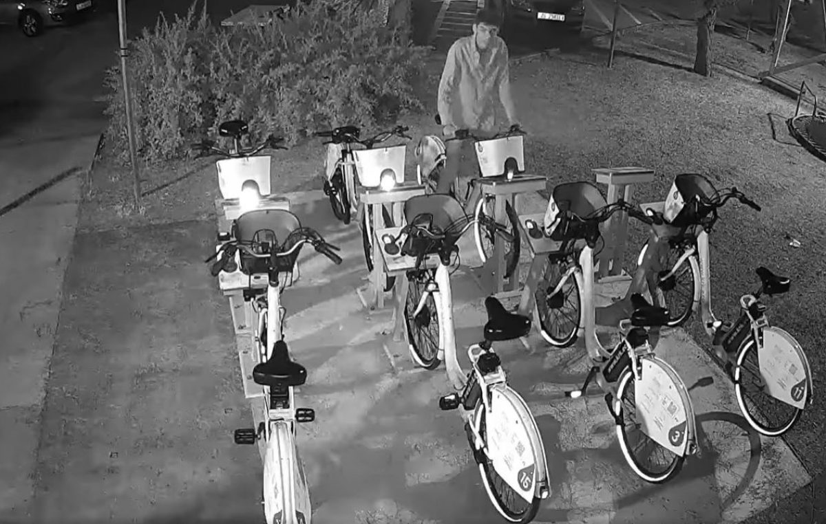 VIDEO Šteta na e-biciklima u Puntu je preko 7000 kuna, policija i dalje traži mladića sa slike