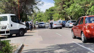 Prometna nesreća u Malinskoj: Automobil kod Haludova završio na krovu