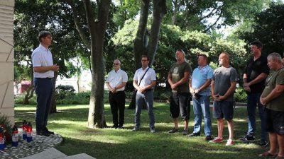 Delegacije Grada Krka i udruga proizašlih iz Domovinskog rata položile vijence za poginule branitelje