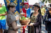 FOTO/VIDEO Dani smokava: Knezovi Krčki Frankopani otvorili sajam, podijeljeno stotinu sadnica smokava