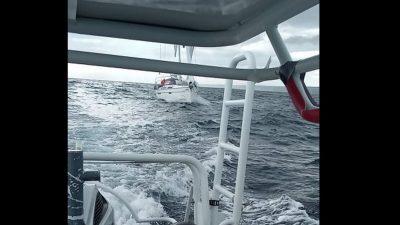 Oglušili se na upozorenja pa isplovili po orkanskoj buri, spašavao ih EmergenSea iz Punta i Novog Vinodolskog