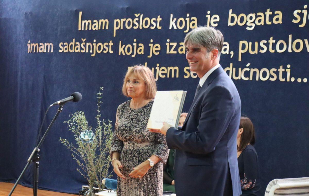 FOTO Spomen pločom, monografijom i bogatim programom obilježen 100. rođendan Srednje škole Hrvatski kralj Zvonimir u Krku