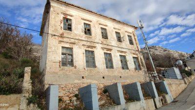 FOTO Stara škola u Staroj Baški uskoro bi trebala dobiti novo ruho